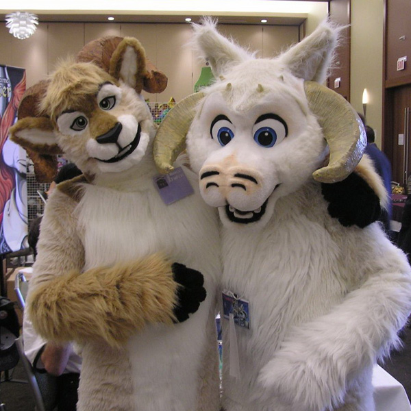 File:Tauntaun and Dodger.jpg