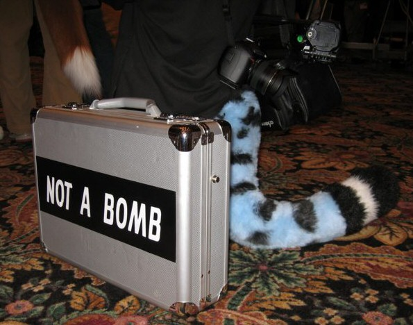 File:FWA2007 Growly not a bomb.jpg