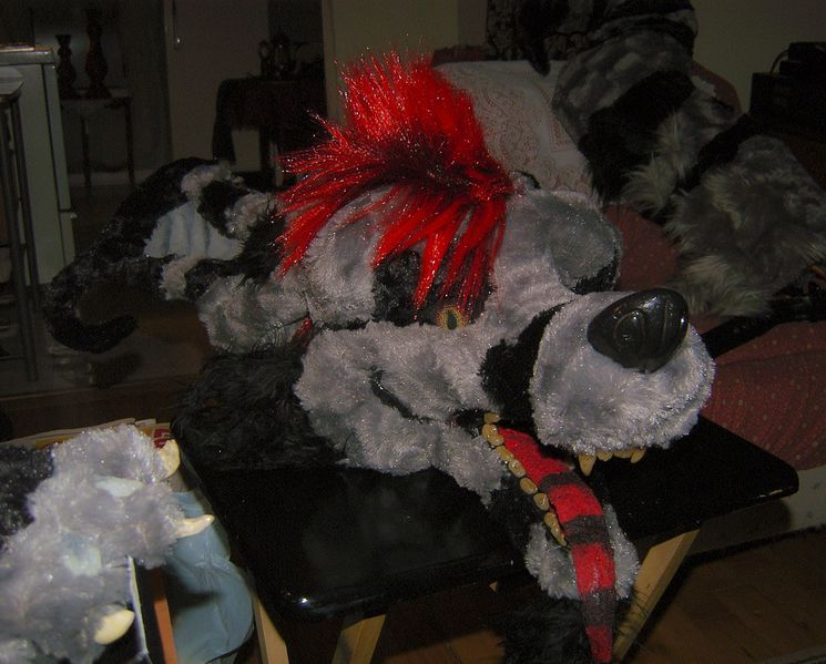 File:Lazew fursuit crux head.jpeg