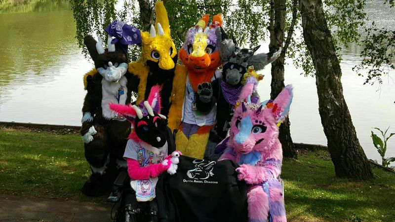 File:Angel dragon meet.jpg