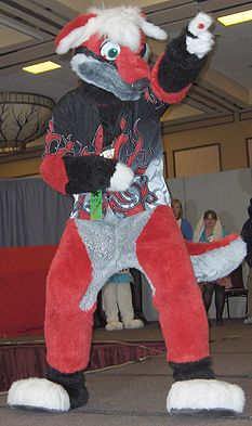 Halvdan woos the audience in the MFF 2006 County Fur Pageant