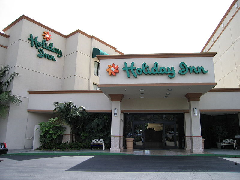 File:Califur3HolidayInn.JPG