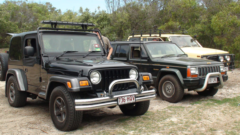 File:Furries Off Road Bribie Meet.jpg