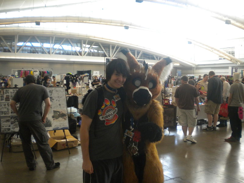 File:Anthrocon2013-Vingant-with-Telephone.jpg