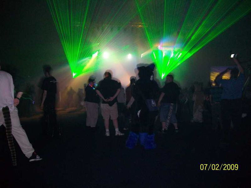 File:Anthroconfurryrave2009.jpg
