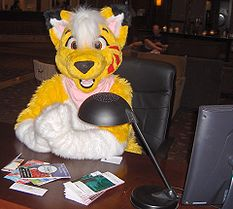 Lucky Coyote greets fans at Anthrocon 2007